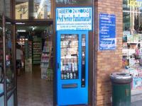 Máquina expendedora de productos de parafarmacia( bronceadores, champús, dentrífico, preservativos, potitos, tiritas,etc.) en parafarmacia FARMAROSA OVIEDO-ASTURIAS
