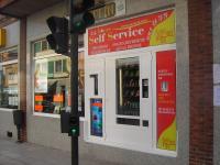 Exp. recargas, snacks-refrescos, vendiendo 24 horas en videoclub Chaplin Ctra. General Lugo de Llanera - Asturias (25-08-05)