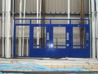 Escaparate en aluminio azul, para 4 máquinas expendedoras