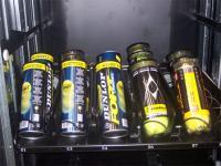 Máquina adaptada para la venta de pelotas de tenis